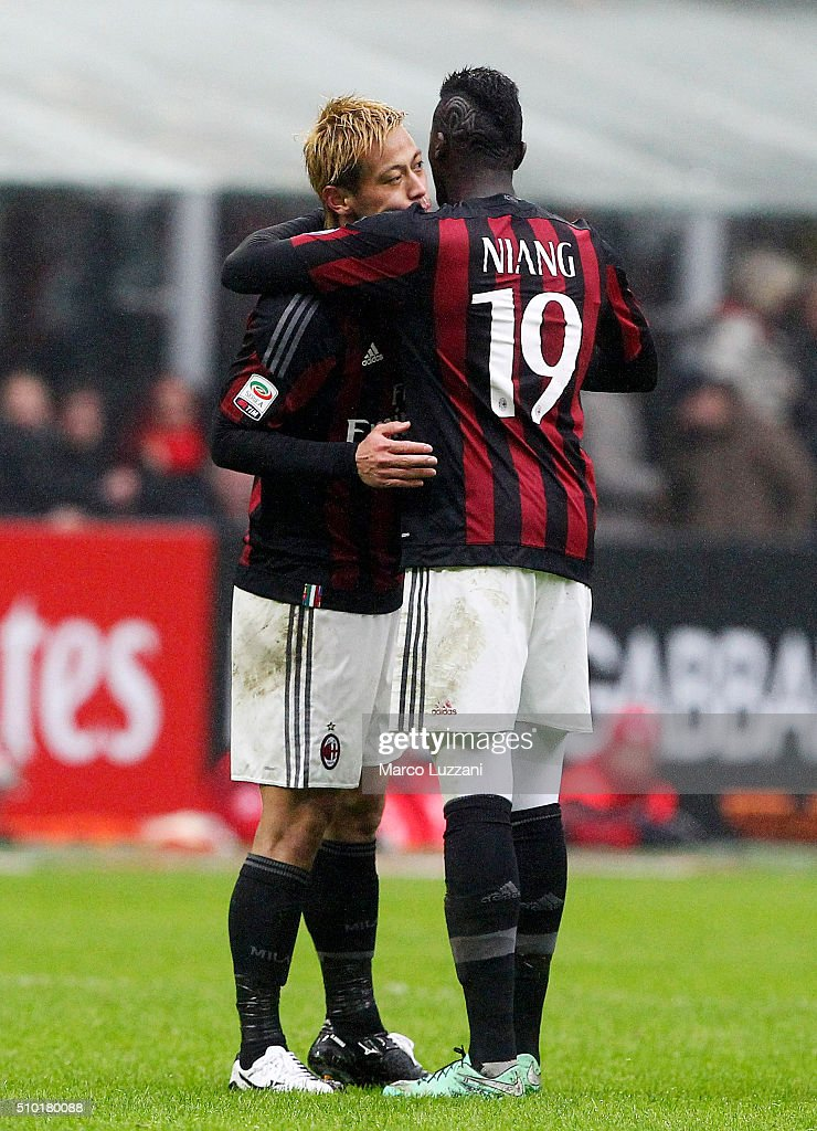 Keisuke Honda (L) of AC Milan celebrates his goal with team-mate M Baye Niang (R) during the Serie A match between AC Milan and Genoa CFC at Stadio Giuseppe Meazza on February 14, 2016 in Milan, Italy.