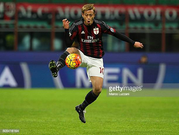 Keisuke Honda of AC Milan controls the ball during the Serie A match between AC Milan and ACF Fiorentina at Stadio Giuseppe Meazza on January 17 2016...