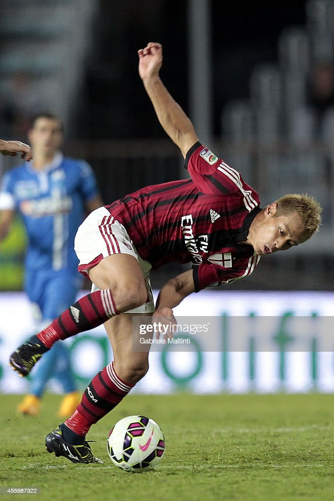 Keisuke Honda of AC Milan in action during the Serie A match between Empoli FC and AC Milan at Stadio Carlo Castellani on September 23, 2014 in Empoli, Italy.