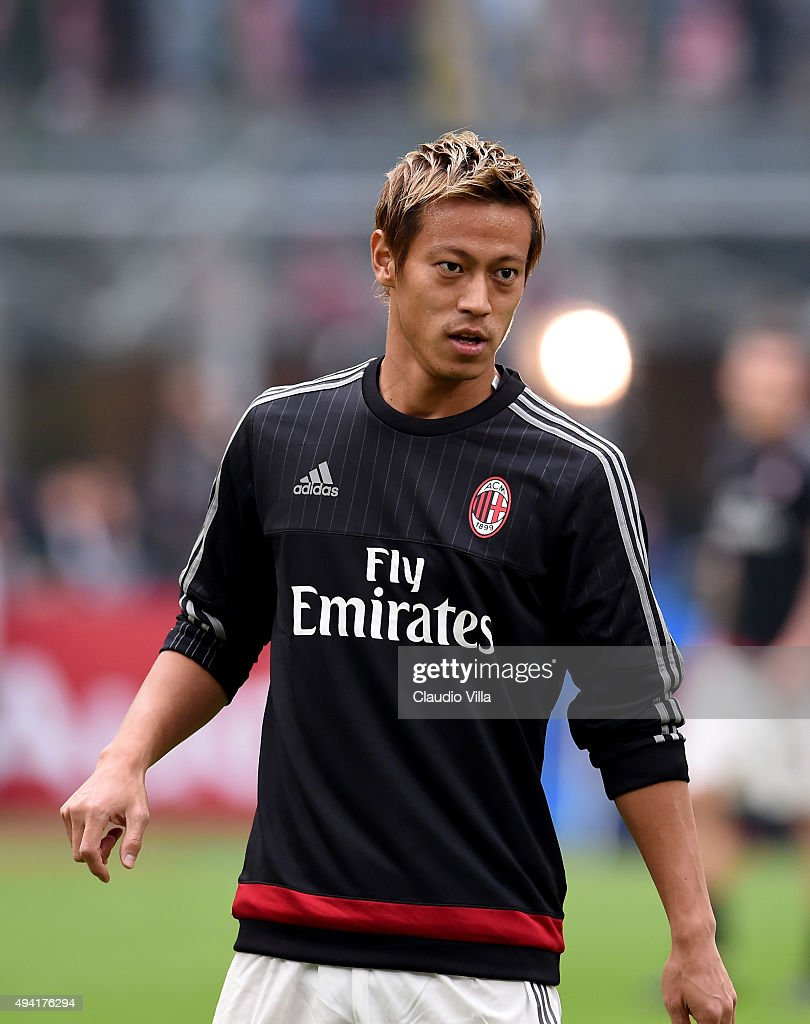 Keisuke Honda of AC Milan looks on prior to the Serie A match between AC Milan and US Sassuolo Calcio at Stadio Giuseppe Meazza on October 25, 2015 in Milan, Italy.