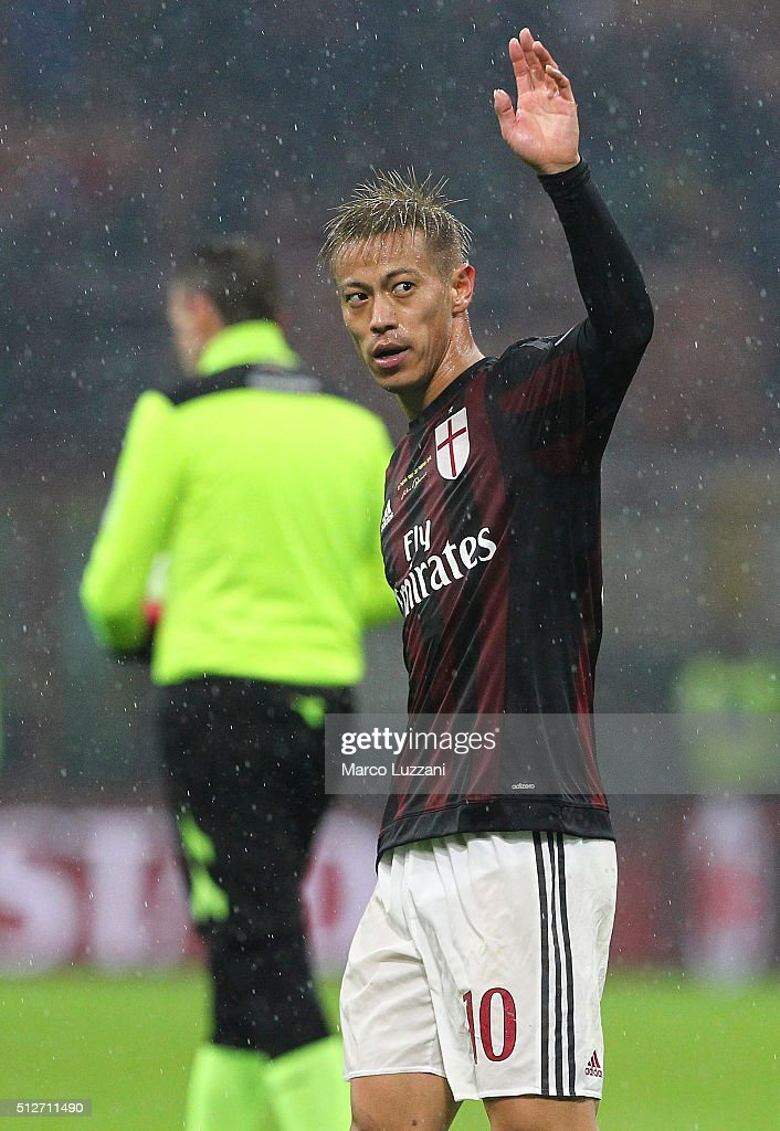 Keisuke Honda of AC Milan salutes the fans at the end of the Serie A match between AC Milan and Torino FC at Stadio Giuseppe Meazza on February 27, 2016 in Milan, Italy.