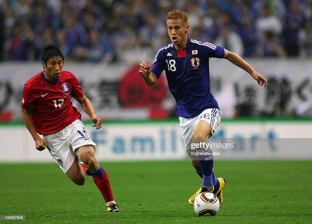 Keisuke Honda of Japan and Lee Keun Ho of South Korea compete for the ball during the international friendly match between Japan and South Korea at Saitama Stadium on May 24, 2010 in Saitama, Japan.
