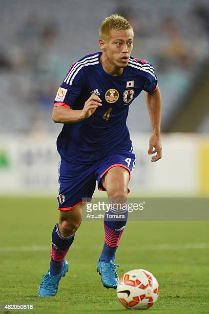 Keisuke Honda of Japan controls the ball during the 2015 Asian Cup Quarter Final match between Japan and the United Arab Emirates at ANZ Stadium on...