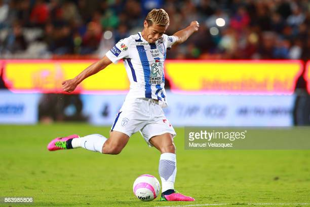 Keisuke Honda of Pachuca controls the ball during the 10th round match between Pachuca and Toluca as part of the Torneo Apertura 2017 Liga MX at...