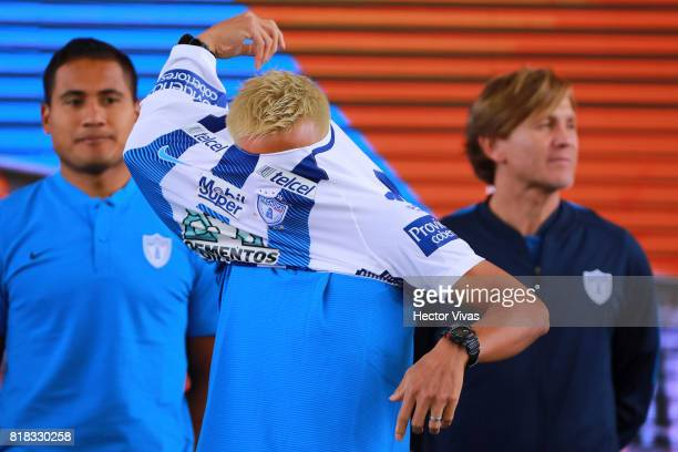 Keisuke Honda of Pachuca puts on his new jersey during a press conference to unveil Pachuca's new signings at Universidad del Futbol y Ciencias del...