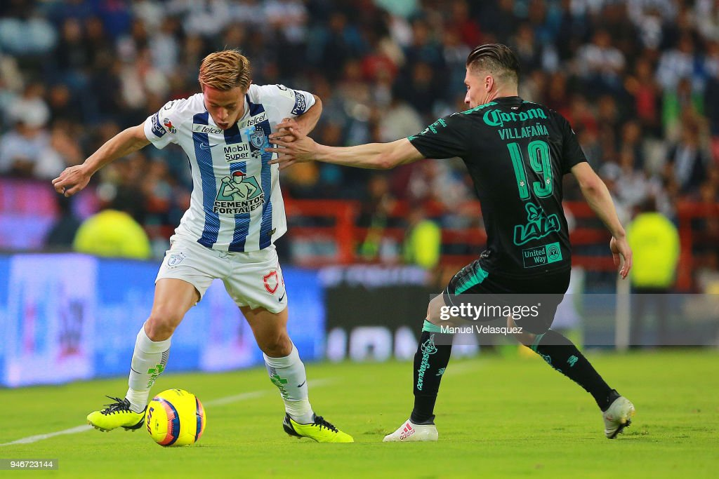 Keisuke Honda (L) of Pachuca struggle for the ball against Jorge Flores (R) of Santos during the 15th round match between Pachuca and Santos Laguna as part of the Torneo Clausura 2018 Liga MX at Hidalgo Stadium on April 14, 2018 in Pachuca, Mexico.