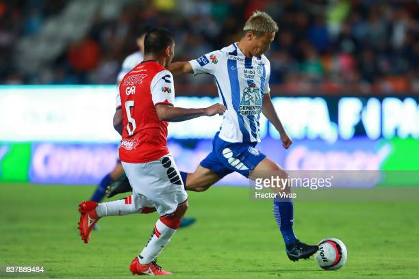 Keisuke Honda of Pachuca struggles for the ball with Guido Milan of Veracruz during the sixth round match between Pachuca and Veracruz as part of the...