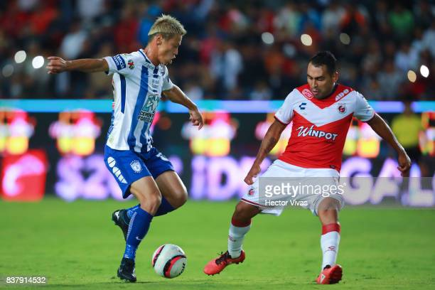 Keisuke Honda of Pachuca struggles for the ball with Luis Martinez of Veracruz during the sixth round match between Pachuca and Veracruz as part of...