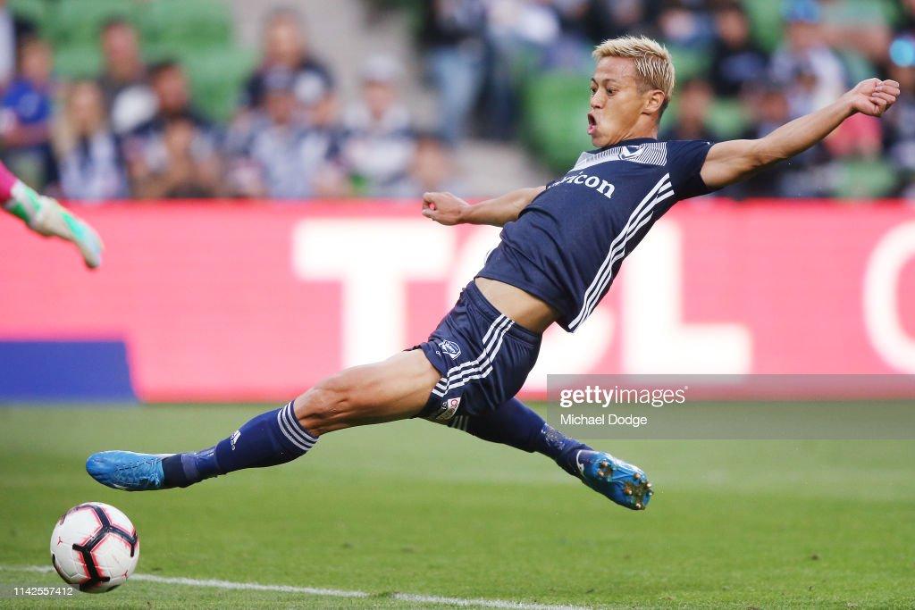 A-League Rd 25 - Melbourne v Central Coast : ニュース写真