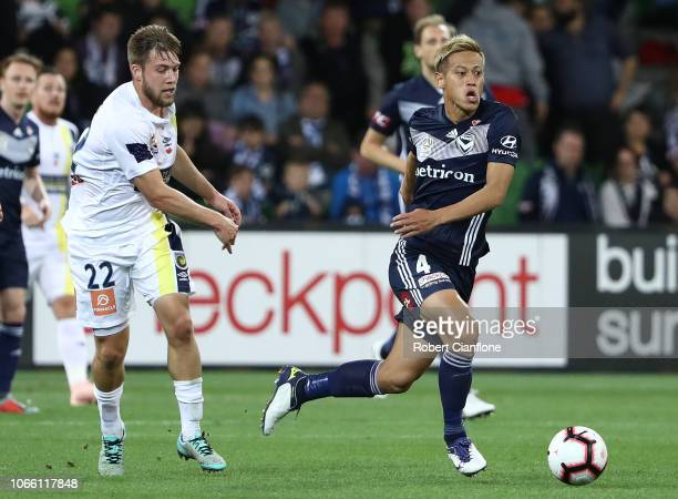 Keisuke Honda of the Victory runs with the ball during the round four ALeague match between the Melbourne Victory and the Central Coast Mariners at...