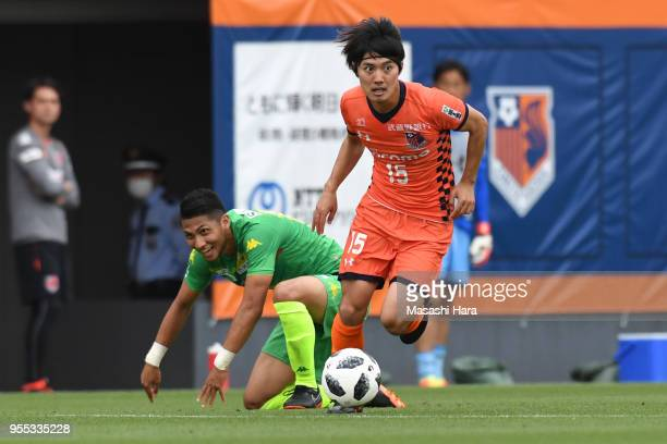 Keisuke Oyama of Omiya Ardija and Andrew Kumagai of JEF United Chiba compete for the ball during the JLeague J2 match between Omiya Ardija and JEF...