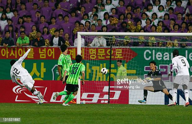 Keita Abdul Kader of Al Sadd Scores a second goal during the AFC Champions League Final Match between Jeonbuk Hyundai Motors of South Korea and Al...