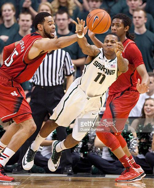 Keith Appling of the Michigan State Spartans passes the ball against Walter Pitchford and David Rivers right of the Nebraska Cornhuskers during the...