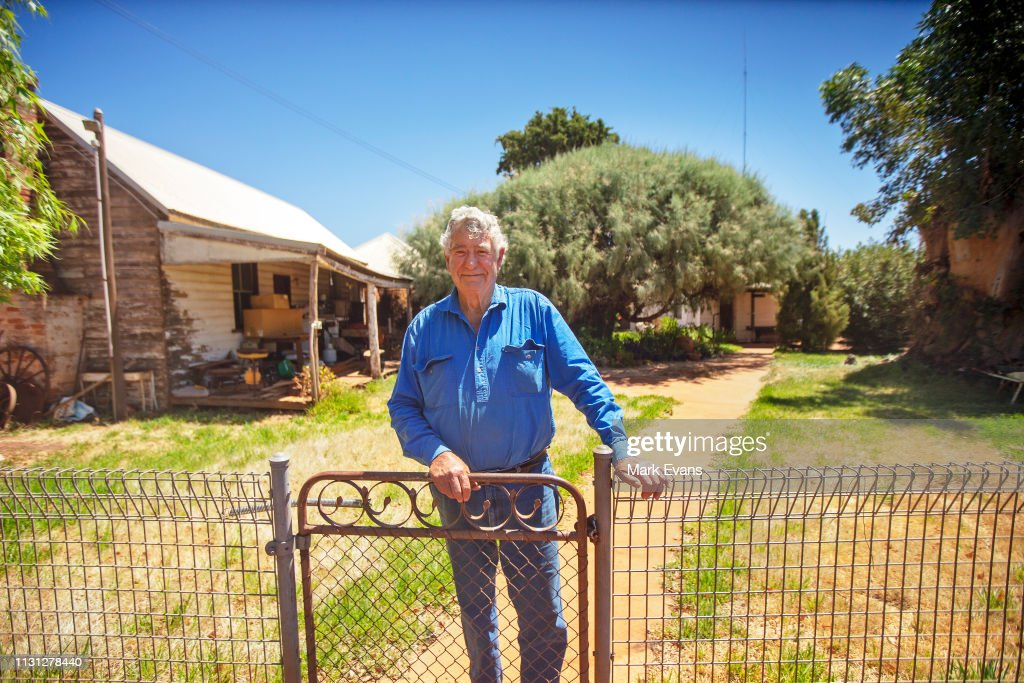AUS: Australian Farmer Uses Water Divining To Overcome Drought Conditions