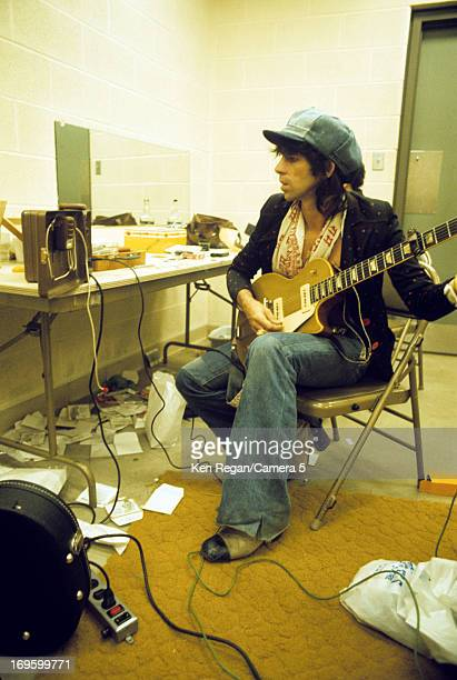Keith Richards of the Rolling Stones is photographed backstage in 1975 CREDIT MUST READ Ken Regan/Camera 5 via Contour by Getty Images