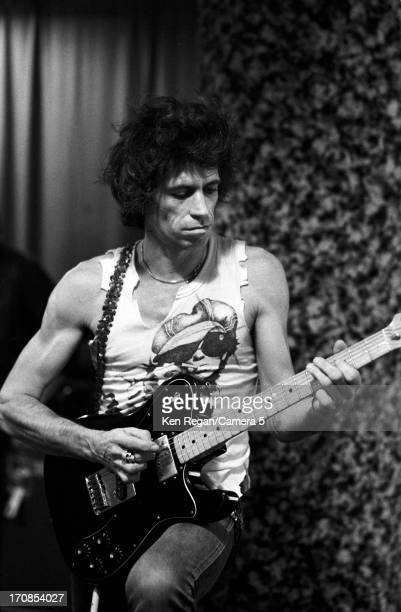 Keith Richards of the Rolling Stones is photographed on November 16 1981 backstage at Richfield Coliseum in Cleveland Ohio CREDIT MUST READ Ken...