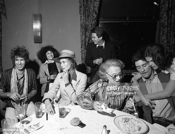 Keith Richards of the Rolling Stones Lauren Hutton Kevin Kline and Gilda Radner are photographed in October 1978 in New York City CREDIT MUST READ...