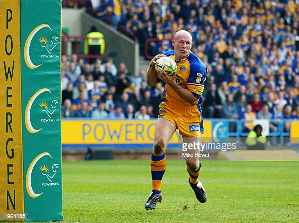 Keith Senior of Leeds Rhinos in action during the Powergen Challenge Cup SemiFinal between Leeds Rhinos and St Helens held on April 12 2003 at the...