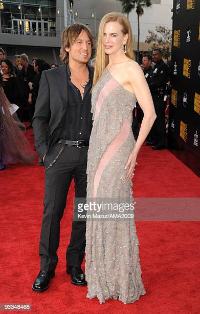 Keith Urban and Nicole Kidman arrives at the 2009 American Music Awards at Nokia Theatre LA Live on November 22 2009 in Los Angeles California