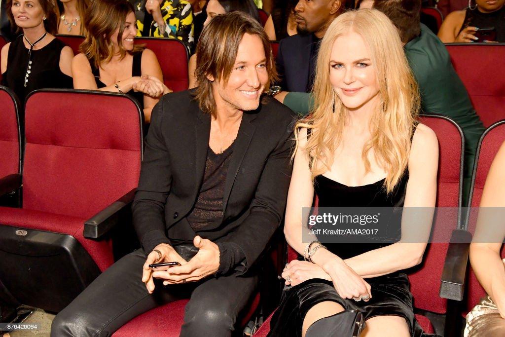 2017 American Music Awards - Roaming Show : News Photo