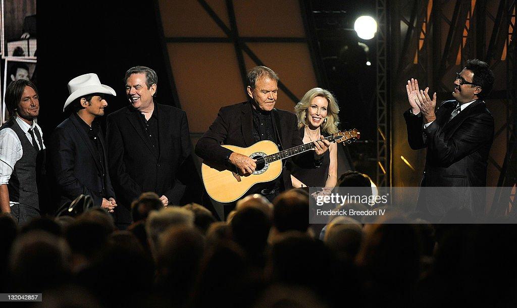 45th Annual CMA Awards - Show : News Photo