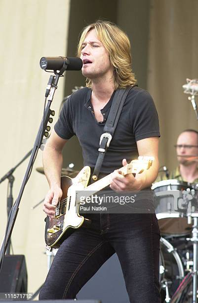 Keith Urban on 6/30/02 in Chicago Il