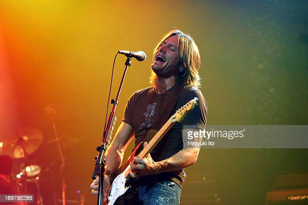 Keith Urban performing at Beacon Theater on Wednesday night October 27th 2004