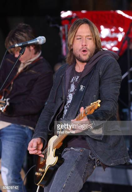 Keith Urban performs live on the Toyota Concert Series on Today in Rockefeller Plaza on April 14, 2005 in New York City.