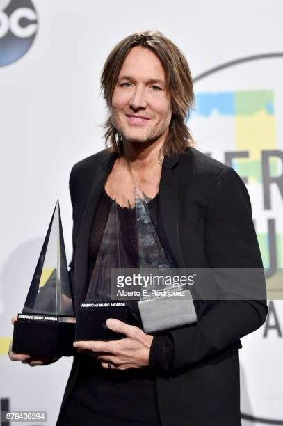 Keith Urban poses in the press room during the 2017 American Music Awards at Microsoft Theater on November 19 2017 in Los Angeles California