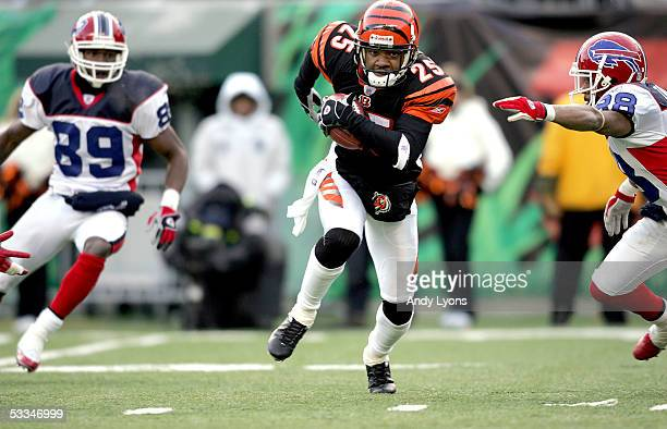 Keiwan Ratliff of the Cincinnati Bengals carries the ball during the game against the Buffalo Bills at Paul Brown Stadium on December 19, 2004 in...