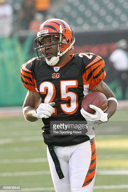 Keiwan Ratliff of the Cincinnati Bengals participates in warmups before a game against the Washington Redskins on August 13 2006 at the Paul Brown...