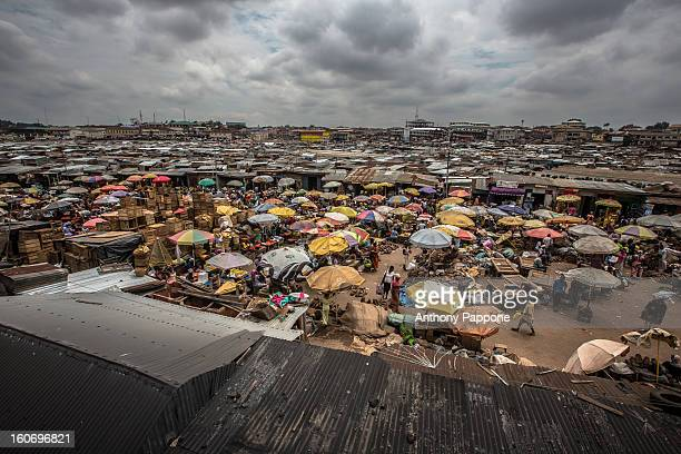kejetia market, kumasi - ghana ashanti stock pictures, royalty-free photos & images