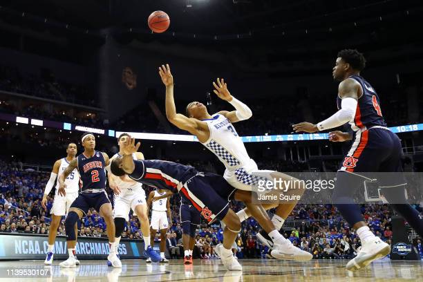 Keldon Johnson of the Kentucky Wildcats battles for the ball with Horace Spencer of the Auburn Tigers during the 2019 NCAA Basketball Tournament...