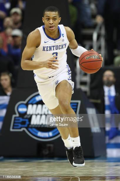 Keldon Johnson of the Kentucky Wildcats controls the ball against the Auburn Tigers during the 2019 NCAA Basketball Tournament Midwest Regional at...