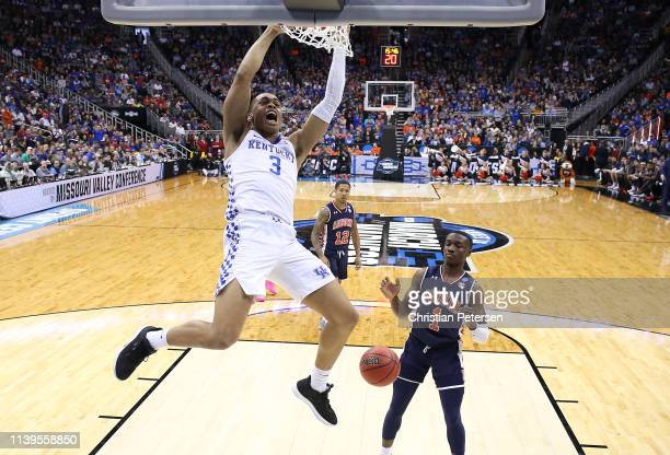 Keldon Johnson of the Kentucky Wildcats dunks the ball against the Auburn Tigers during the 2019 NCAA Basketball Tournament Midwest Regional at...