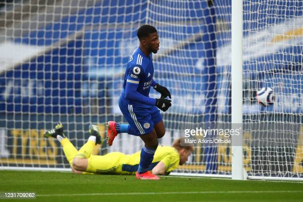Kelechi Iheanacho of Leicester City scores the opening goal during the Premier League match between Leicester City and Sheffield United at The King...