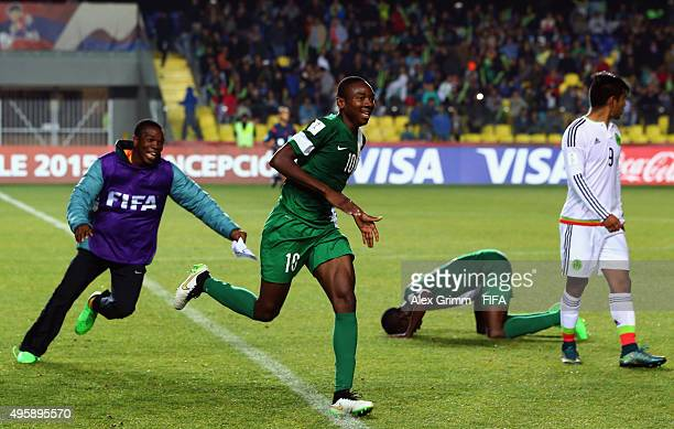Kelechi Nwakali of Nigeria and team mates celebrate after the FIFA U17 World Cup Chile 2015 Semi Final match between Mexico and Nigeria at Estadio...