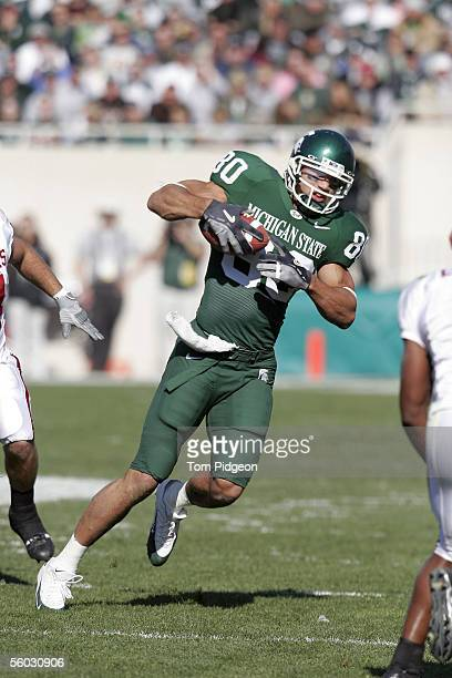 Kellen Davis of Michigan State gains yards after a reception against Indiana during the first quarter on October 29, 2005 at Spartan Stadium in East...