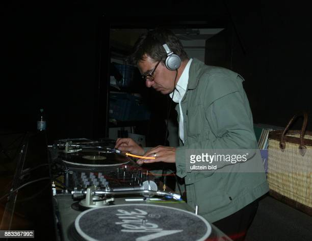 Kellersmann Christian Geschaeftsfuehrer von Universal Music Classic und Jazz D legt als DJ in der Bar Tausend auf