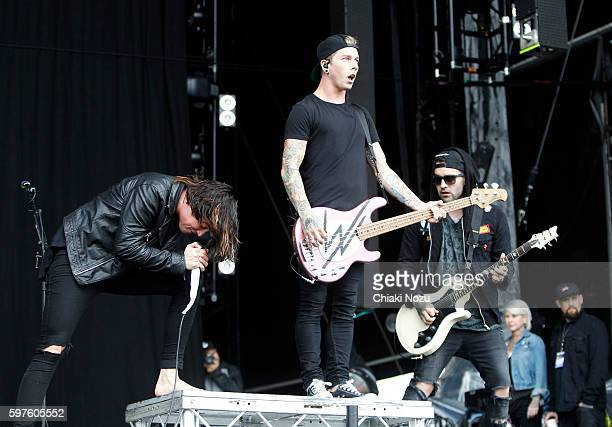 Kellin Quinn Justin Hills and Jack Folwer of Sleeping With Sirens perform on Day 3 of Reading Festival at Richfield Avenue on August 28 2016 in...