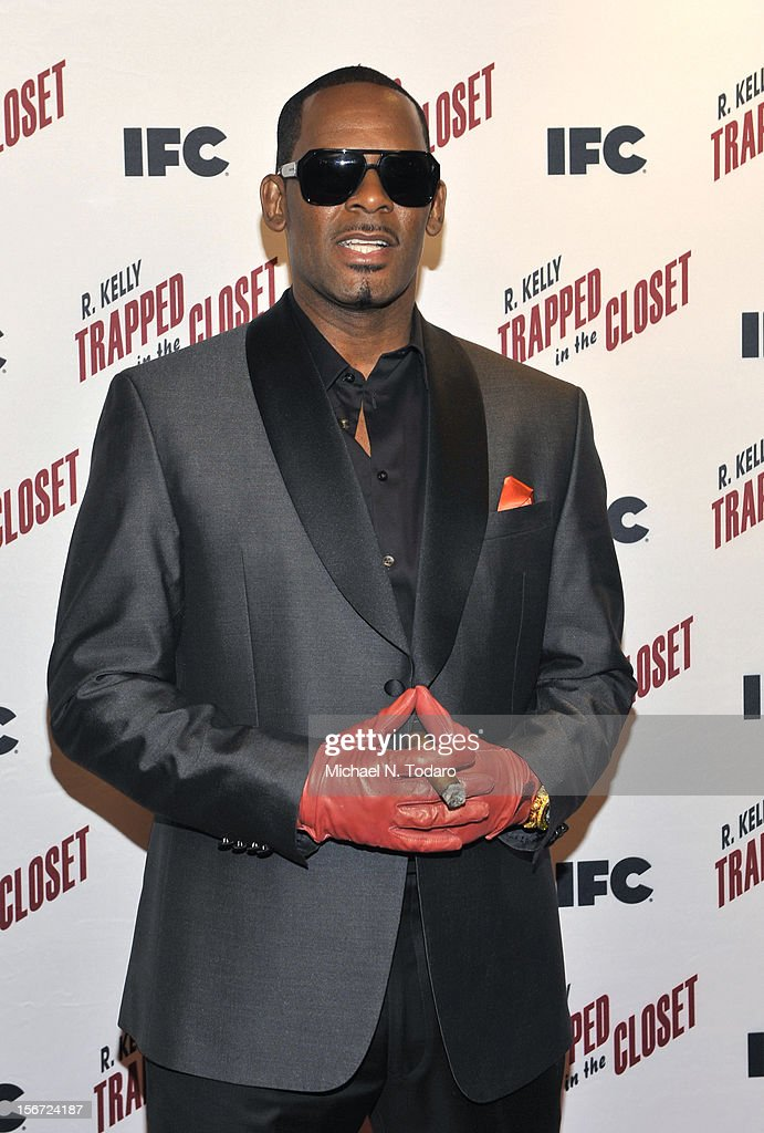 R. Kelly attends the 'Trapped In The Closet' screening at Sunshine Cinema on November 19, 2012 in New York City.
