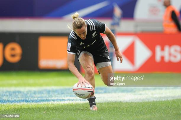 Kelly Brazier of New Zealand scores a try during match between New Zealand and Spain at the HSBC Paris Sevens stage of the Rugby Sevens World Series...