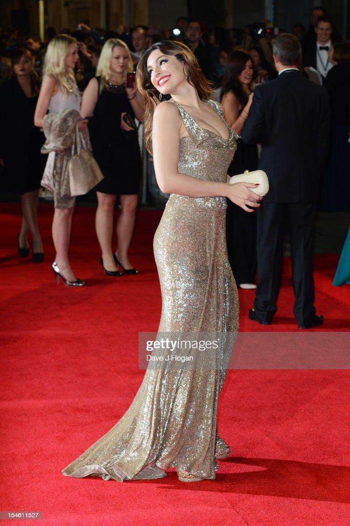Kelly Brook attends the Royal world premiere of 'Skyfall' at The Royal Albert Hall on October 23, 2012 in London, England.