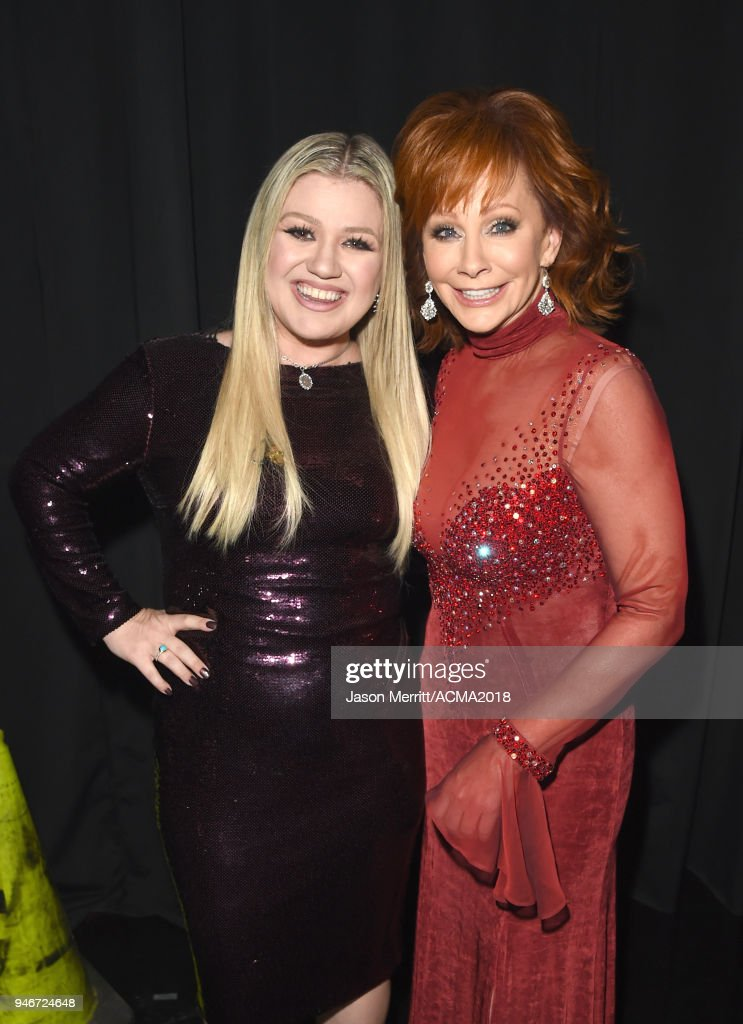 Kelly Clarkson (L) and host Reba McEntire attend the 53rd Academy of Country Music Awards at MGM Grand Garden Arena on April 15, 2018 in Las Vegas, Nevada.
