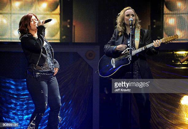 Kelly Clarkson and Melissa Etheridge perform onstage during 2009 VH1 Divas at Brooklyn Academy of Music on September 17 2009 in New York City