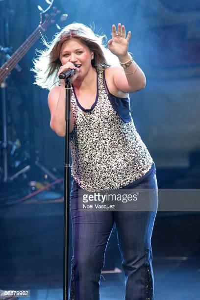 Kelly Clarkson performs at 1027's KIISFM's Wango Tango 2009 at the Verizon Wireless Amphitheater on May 9 2009 in Irvine California