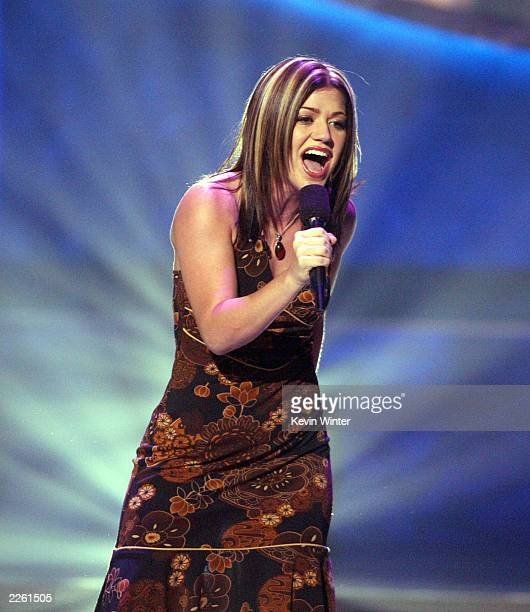 Kelly Clarkson performs at FOXTV's American Idol in Los Angeles Ca Tuesday August 27 2002 Photo by Kevin Winter/Getty Images/FOX