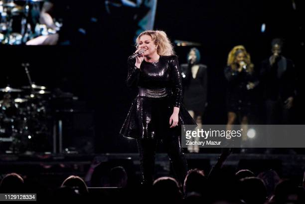 Kelly Clarkson performs at Nassau Coliseum on March 7, 2019 in Uniondale, New York.