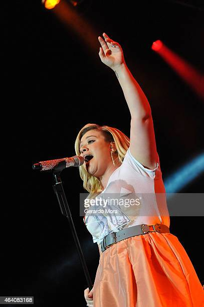 Kelly Clarkson performs during Mardi Gras celebration at Universal Orlando on February 21 2015 in Orlando Florida