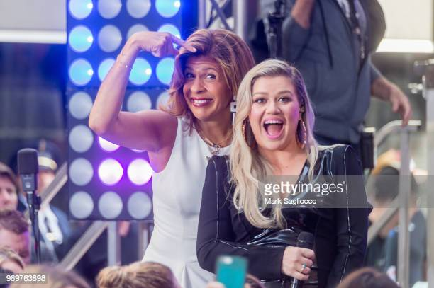 Kelly Clarkson Performs On NBC's 'Today' at Rockefeller Plaza on June 8 2018 in New York City